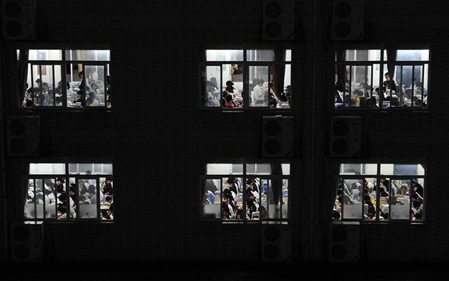 Trung Quốc: Sĩ tử chuẩn bị bước vào kỳ thi khắc nghiệt nhất năm - 5