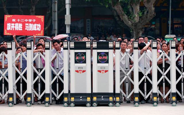 Trung Quốc: Sĩ tử chuẩn bị bước vào kỳ thi khắc nghiệt nhất năm - 11