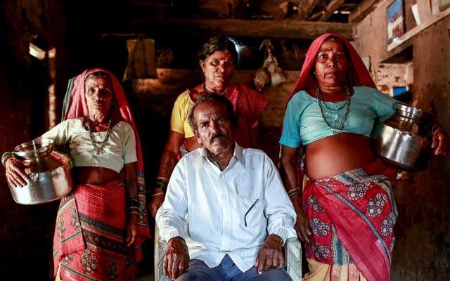 Đàn ông Ấn Độ cưới thêm vợ để xếp hàng gánh nước - 1