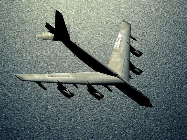 """Mỹ điều 3 """"pháo đài bay"""" B-52 tập trận sát Nga - 1"""