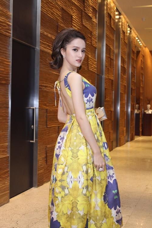 Hương Giang Idol, Lâm Chi Khanh đọ vẻ sexy - 5