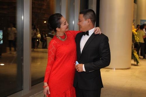 Vợ chồng Kim Hiền tình cảm giữa đám đông - 3