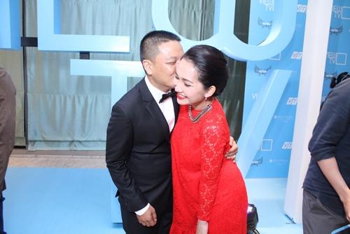 Vợ chồng Kim Hiền tình cảm giữa đám đông - 4
