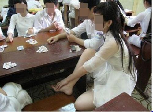 Kiểu mặc phản cảm của thiếu nữ Việt lại lên báo Thái - 11