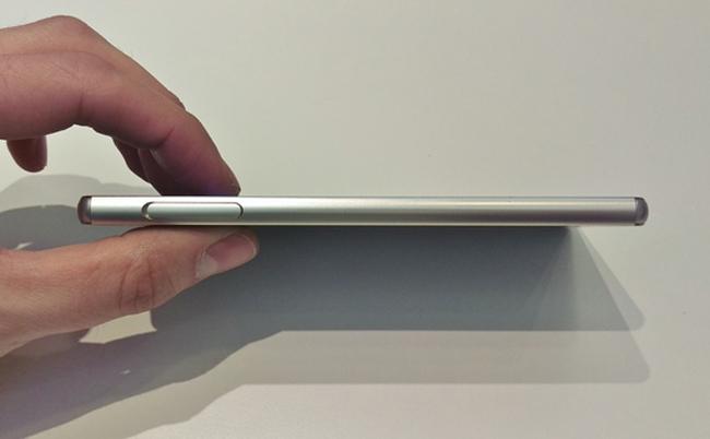 Chiếc Xperia Z3+ màn hình 5,2 inch độ phân giải Full HD, chạy chipset Snapdragon 810 và có giá khoảng 18,5 triệu đồng.