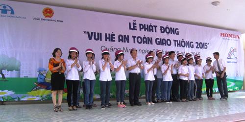 Honda VN trao tặng 1.000 mũ bảo hiểm cho học sinh tại tỉnh Quảng Ninh - 3