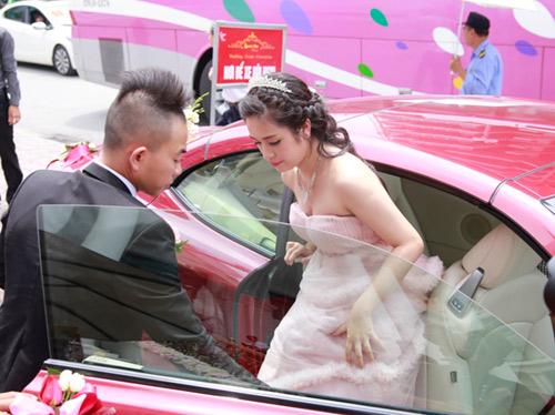 Phúc Bồ ngọt ngào khóa môi cô dâu hot girl - 6