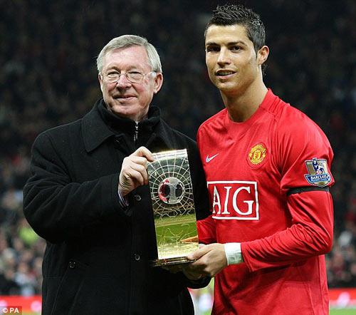"""Ronaldo sẽ đá """"số 9"""" thời Benitez: Học từ Sir Alex - 2"""