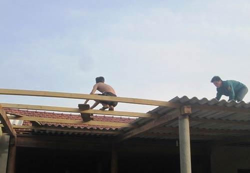 Hà Tĩnh: Lốc xoáy làm tốc mái gần 300 ngôi nhà - 1