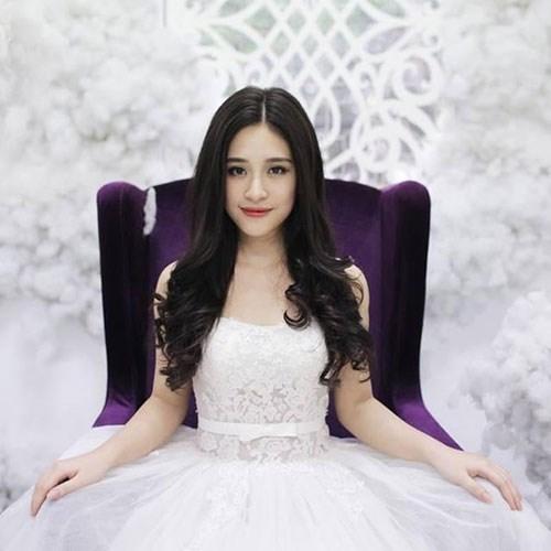 Nhan sắc hotgirl Bộ tứ 10A8 lấy chồng khi 21 tuổi - 4