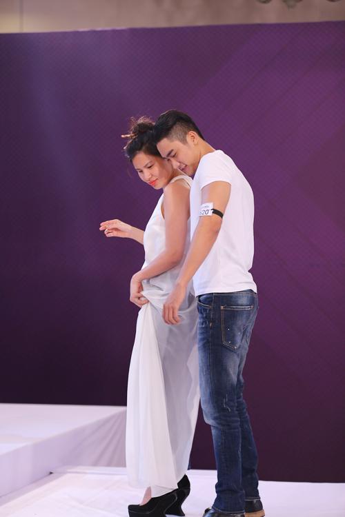 Những màn nhảy sexy cùng giám khảo của thí sinh VNTM - 2