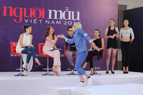 Những màn nhảy sexy cùng giám khảo của thí sinh VNTM - 7