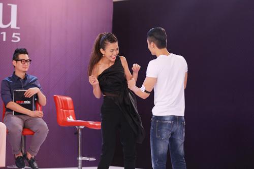 Những màn nhảy sexy cùng giám khảo của thí sinh VNTM - 3