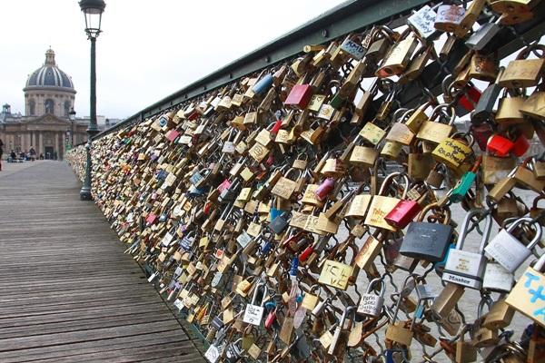 Ngắm cầu khóa tình yêu ở Pháp trước khi bị phá bỏ - 3