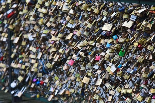 Ngắm cầu khóa tình yêu ở Pháp trước khi bị phá bỏ - 4