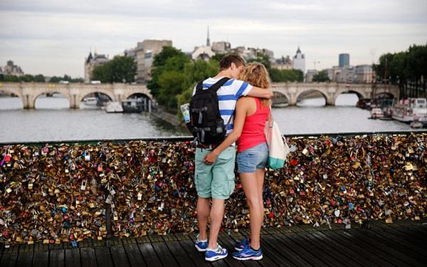 Ngắm cầu khóa tình yêu ở Pháp trước khi bị phá bỏ - 1