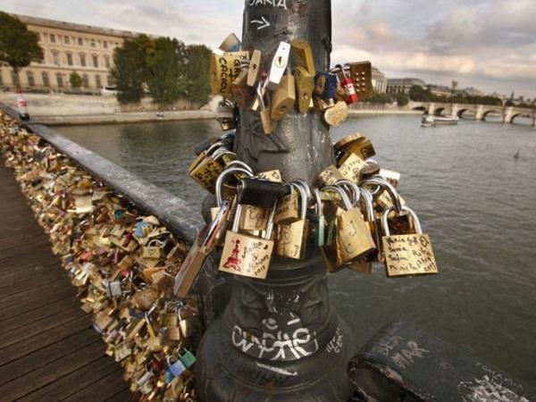 Ngắm cầu khóa tình yêu ở Pháp trước khi bị phá bỏ - 9