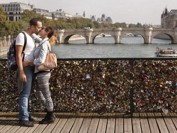 Ngắm cầu khóa tình yêu ở Pháp trước khi bị phá bỏ - 6