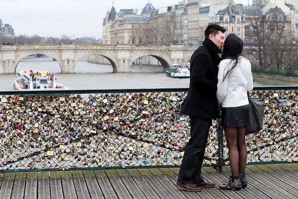 Ngắm cầu khóa tình yêu ở Pháp trước khi bị phá bỏ - 12