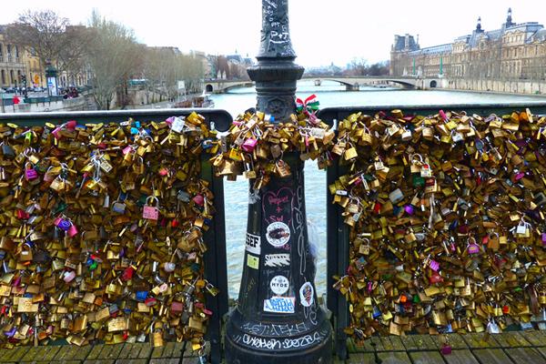 Ngắm cầu khóa tình yêu ở Pháp trước khi bị phá bỏ - 17