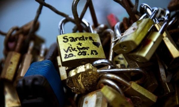 Ngắm cầu khóa tình yêu ở Pháp trước khi bị phá bỏ - 15