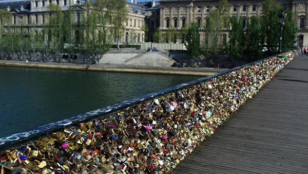 Ngắm cầu khóa tình yêu ở Pháp trước khi bị phá bỏ - 18