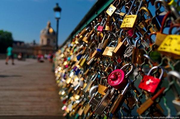 Ngắm cầu khóa tình yêu ở Pháp trước khi bị phá bỏ - 13