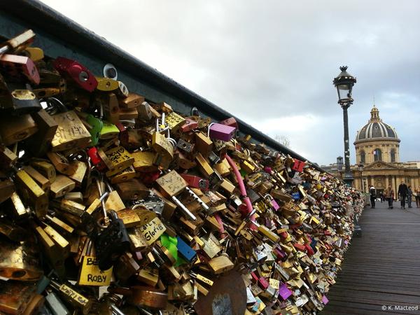 Ngắm cầu khóa tình yêu ở Pháp trước khi bị phá bỏ - 19