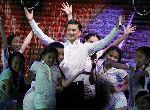 Hàng ngàn khán giả đội mưa vì Đàm Vĩnh Hưng - 14