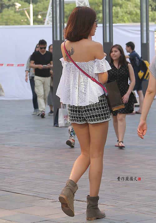 Soóc ngắn, áo 2 dây khoe hình xăm ngập phố ngày hè - 7