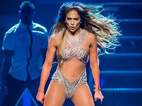 """""""Siêu vòng 3"""" Jennifer Lopez bị kiện vì mặc gợi cảm - 1"""