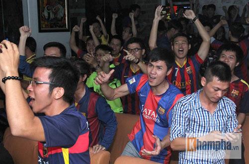Fan Việt lạc giọng vì cú ăn 3 huyền diệu của Barca - 13