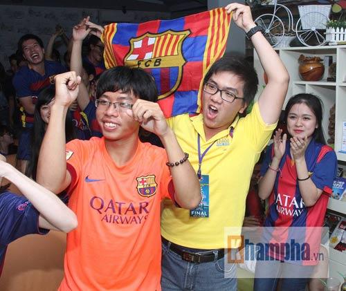 Fan Việt lạc giọng vì cú ăn 3 huyền diệu của Barca - 12