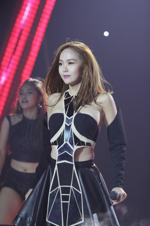 9 bộ cánh hot nhất tuần qua của mỹ nhân showbiz Việt - 1