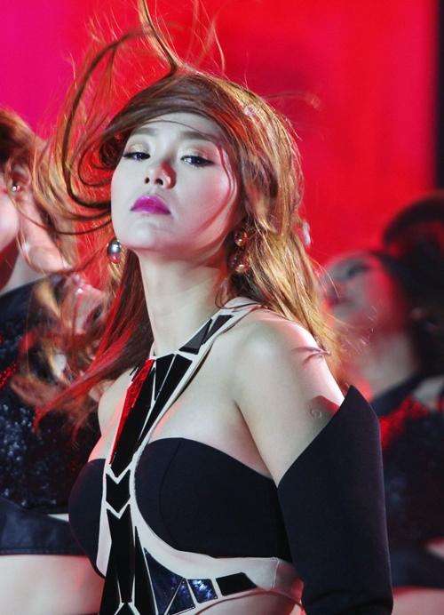 9 bộ cánh hot nhất tuần qua của mỹ nhân showbiz Việt - 2