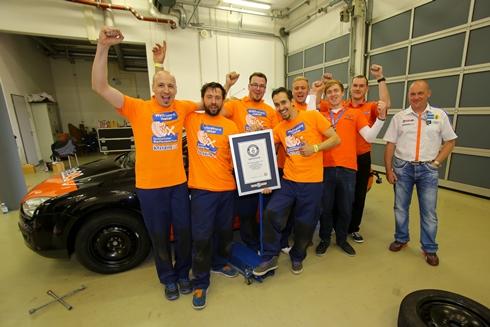Kỷ lục Guinness thay 4 bánh xe với 59,62 giây - 2