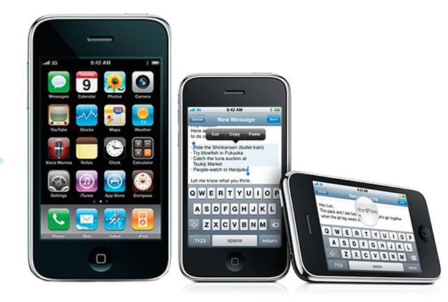 iOS 3.0 chính thức được giới thiệu vào tháng 6/2009 cùng điện thoại iPhone 3GS. Đây cũng là lần đầu tiên nền tảng iOS cho phép người dùng sao chép - dán văn bản.