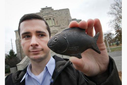 Thú vị chuyện dùng cá bằng sắt nấu ăn để chữa bệnh - 1