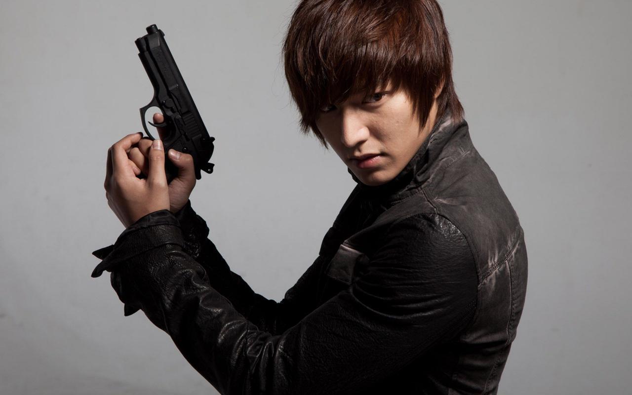 Sắp nhập ngũ, Lee Min Ho nhận bom tấn 700 tỷ đồng - 2