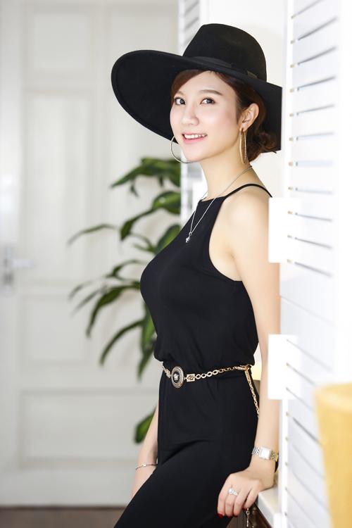 Trang Nhung diện váy đen khoe làn da trắng sứ - 6