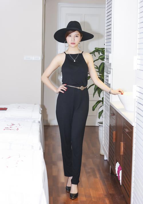 Trang Nhung diện váy đen khoe làn da trắng sứ - 7