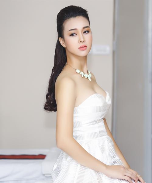 Trang Nhung diện váy đen khoe làn da trắng sứ - 9
