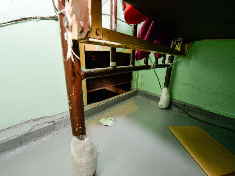 Mỹ: Treo thưởng 2,1 tỉ truy bắt 2 tù nhân vượt ngục - 2
