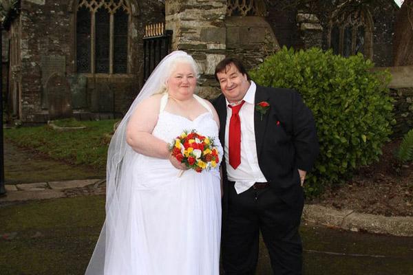 """Cặp vợ chồng không thể """"yêu"""" nhau vì quá béo - 1"""