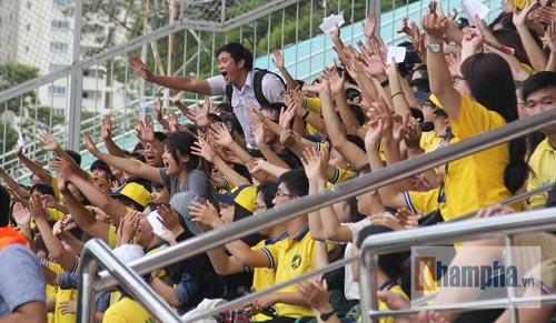 Dàn hot girl quy tụ tại giải bóng đá sinh viên TP.HCM - 10