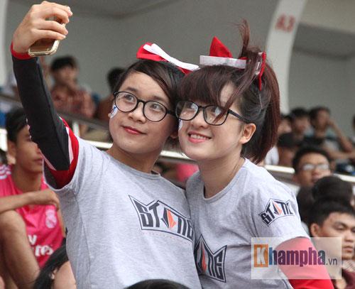 Dàn hot girl quy tụ tại giải bóng đá sinh viên TP.HCM - 2