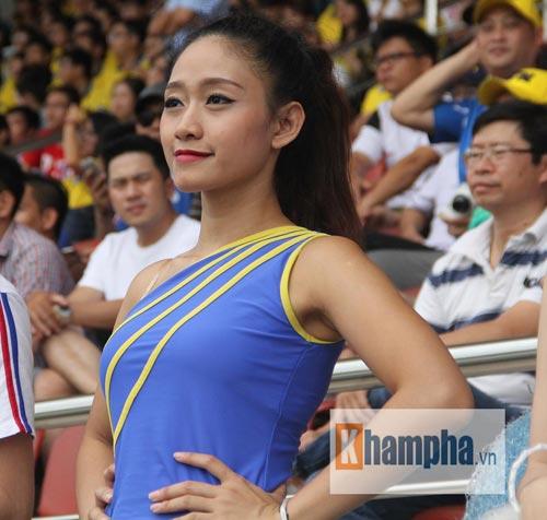 Dàn hot girl quy tụ tại giải bóng đá sinh viên TP.HCM - 7