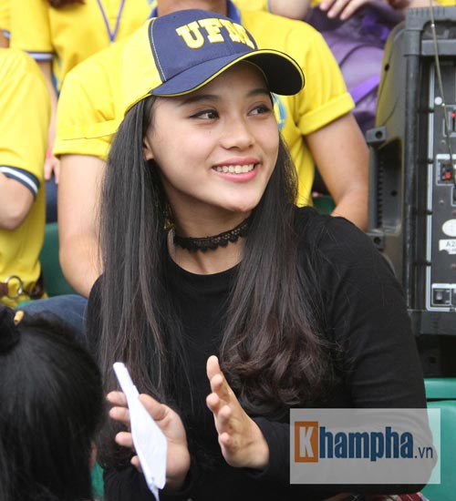 Dàn hot girl quy tụ tại giải bóng đá sinh viên TP.HCM - 6