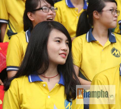 Dàn hot girl quy tụ tại giải bóng đá sinh viên TP.HCM - 8