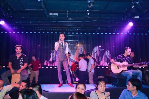 Khắc Việt bất ngờ trước tình cảm của fan - 4
